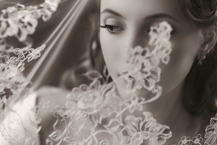 prague-wedding-photography-bride-veil-on-eye